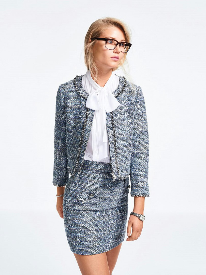 Short jacket in Chanel style.